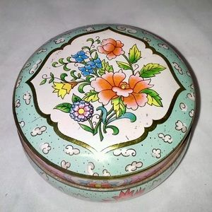 Vintage DAHER collectible jewelry Tin.